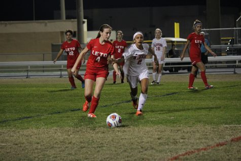 Sophomore Michie Guzman sprints to gain possession of the ball (Photo by Juliana Lechner).