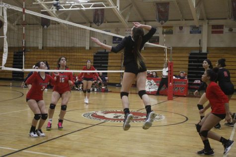 Varsity volleyball wins against Freedom