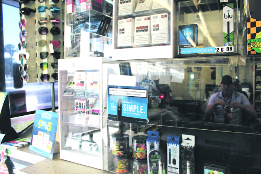 A+vape+display+at+Kwik+Stop+on+Florida+and+Hanna+avenues.